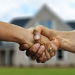 How can a real estate agent give you an edge as a buyer in the seller's market?